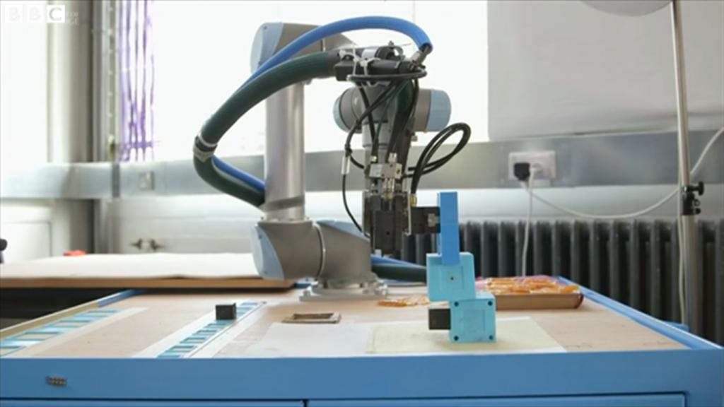 Yapay zeka destekli robotlara bir yenisi daha eklendi .--